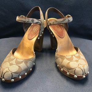 COACH 7.5 Carleen Signature wooden stud sandals